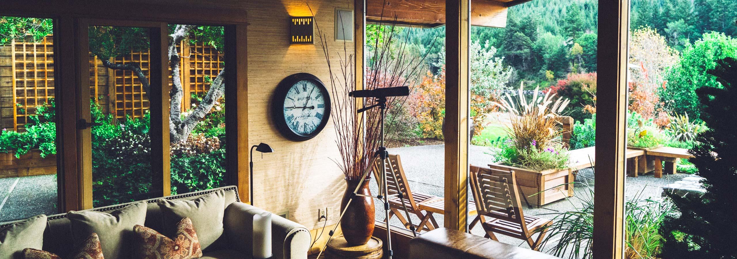 Foto: House, interior, wood and indoor © Joshua Ness / Unsplash - https://unsplash.com/photos/Vo52cKzOxMY